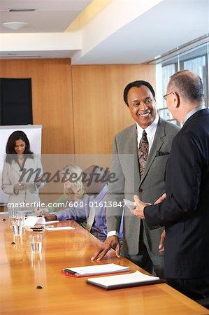 Geschäftsleuten in treffen