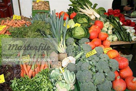 Assortiments de légumes au marché
