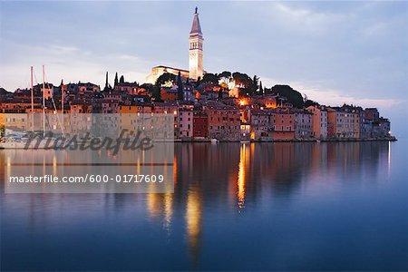 Ville de Rovinj au coucher du soleil, Croatie