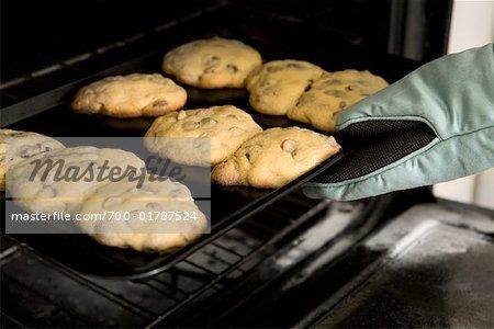 Einnahme frisch gebackene Kekse aus dem Ofen