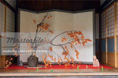 Baum im Tempel, Adashino Nebutsuji Tempel, Kyoto, Kansai, Honshu, Japan