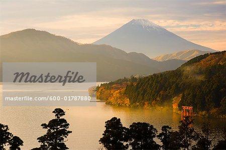 Le lac et le Mont Fuji, Honshu, Japon