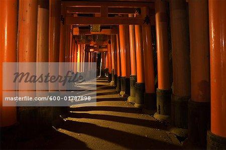 Torii passerelles, Sanctuaire Fushimi Inari Taisha, Kyoto, Kansai, Honshu, Japon