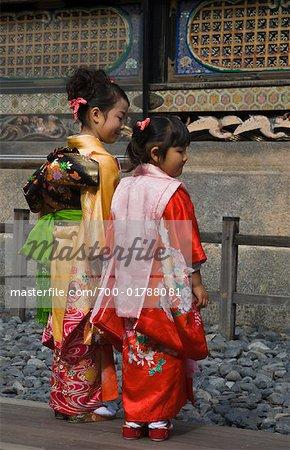 Filles à Taditional Costumes, Tosho-gu, Nikko, Japan