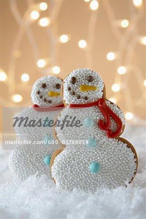 Biscuits de pain d'épice de bonhomme de neige