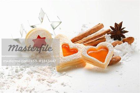 Stillleben mit Marmelade Kekse backen