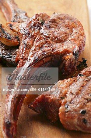 Côtelettes d'agneau grillées