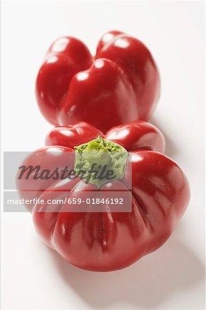 Deux poivrons rouges