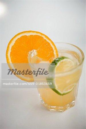 Apéro mit Orange und Limette