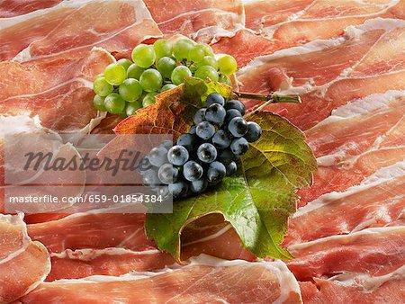 Raisins sur tranches jambon de Parme