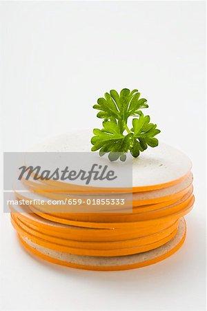 Tranches de Gelbwurst (saucisse de porc & de veau) dans un tas de persil