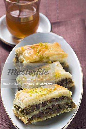 Baklava (Filo-Teig mit Honig & Pistazien, Türkei), Minze Tee