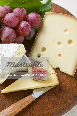 Plateau de fromages aux figues et raisins