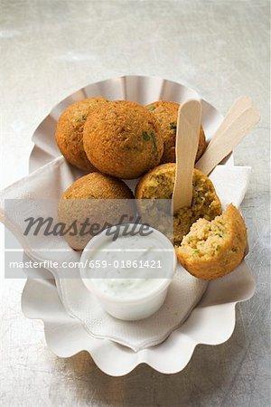 Falafel (Bälle Küken-Phenylethylamin) mit Joghurt-dip
