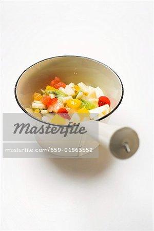 Salade de fruits dans une petite casserole