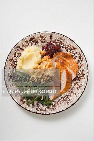 Poitrine de dinde avec haricots verts, pain farce & purée de pommes de terre