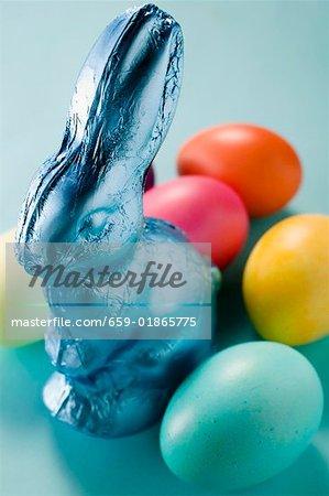 Lapin de Pâques et de la couleur des oeufs