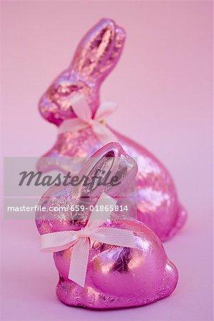 Deux lapins de Pâques rose