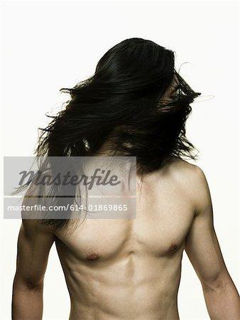 Homme aux cheveux long