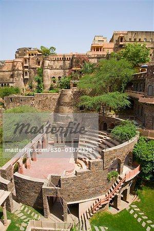 Vue grand angle d'un fort, Neemrana Fort Palace Neemrana, Alwar, Rajasthan, Inde
