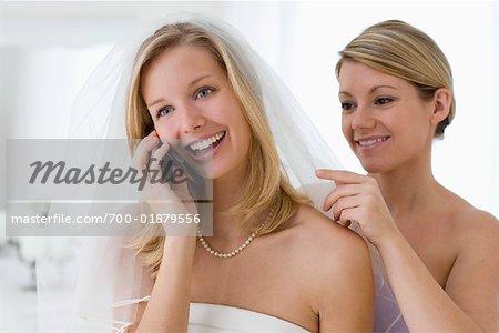 Braut sprechen auf Handy