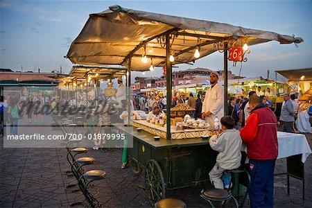 Stand de nourriture, place Jemaa El Fna, médina de Marrakech, Maroc