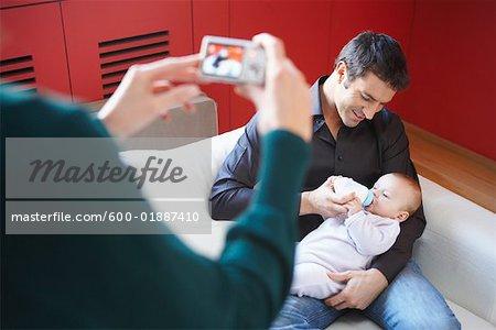 Frau Aufnahme des Mannes mit Baby