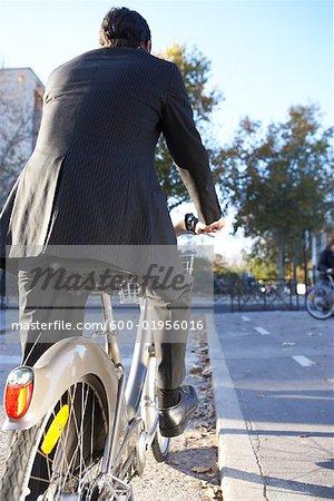 Mann, Vermietung Fahrrad, Paris, Frankreich