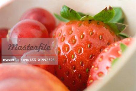 Schale mit Obst, extreme Nahaufnahme