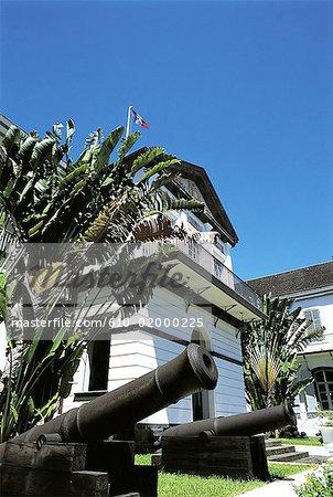Réunion, Saint-Denis, hôtel de ville, canons antiques