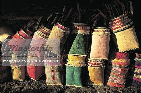 Maurice, Port-Louis, paniers en vente de couleur