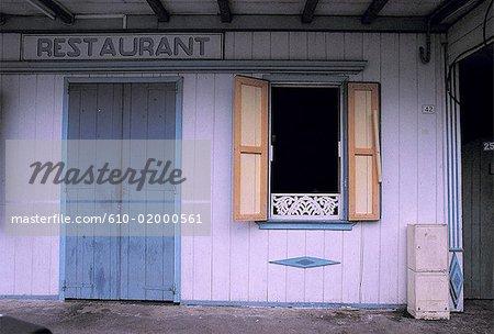 Réunion, restaurant en bois populaire du cirque, Hell-Bourg, Salazie