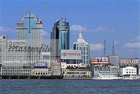 Chine, Shanghai, Pudong, bâtiments et rivière Huangpu