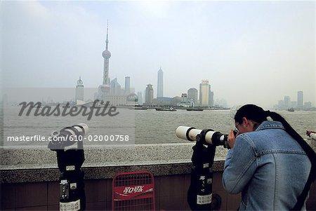 China, Shanghai, the Bund promenade, Huangpu River and new town of Pudong
