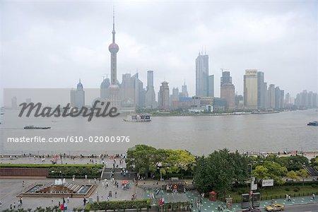Chine, Shanghai, le Bund promenade, rivière Huangpu et nouvelle ville de Pudong