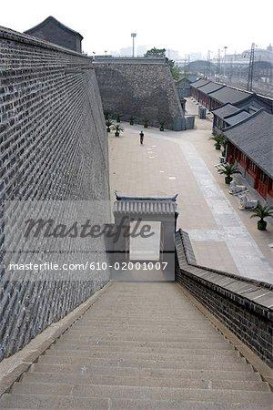 Chine, Beijing, vieux remparts et la porte rouge