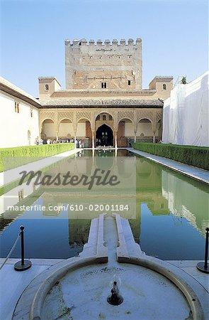 Espagne, Andalousie, Grenade, l'Alhambra, patio de los Arrayanes (Cour de la myrte) et la tour de Comares