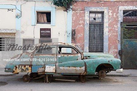Encadrer des vieilles voitures de bâtiment, la Havane, Cuba