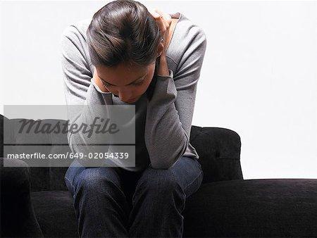 Femme regardant déprimé