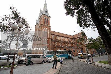 Cathédrale et scène de rue, Ho Chi Minh ville, Vietnam