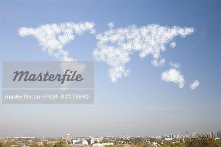 Atlas de fumée dans le ciel