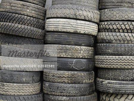 Piles de pneus