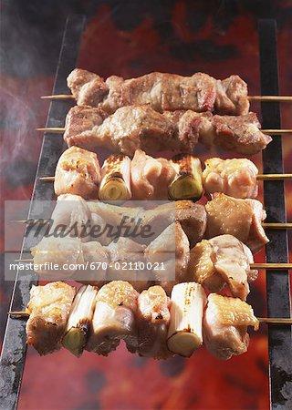 Poulet grillé sur bâtonnets
