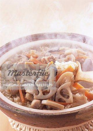 Riz cuit avec des légumes et de viande
