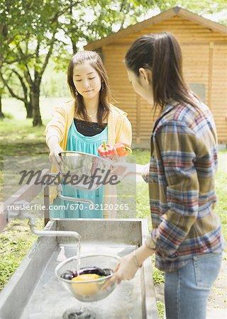 Légumes laver femme