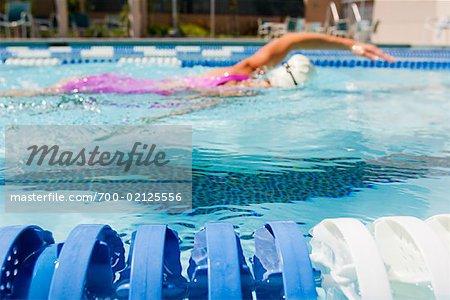 Frau Schwimmen Runden, Long Beach, Kalifornien