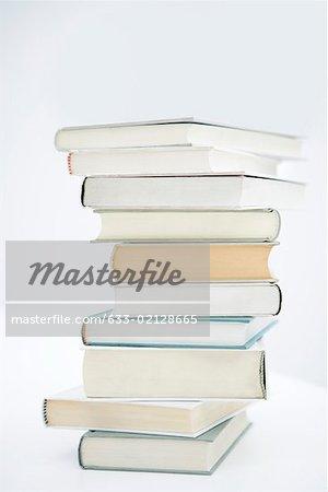 Hohe Stapel von Büchern
