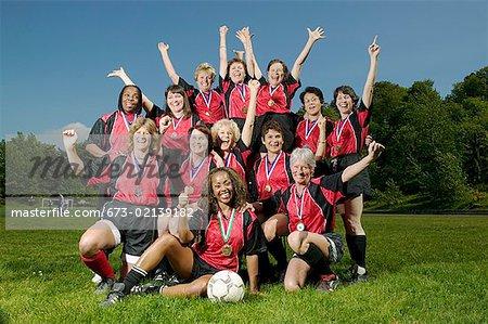 Weibliche Fußball Team feiert
