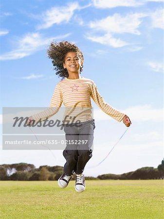 Jeune fille corde à sauter