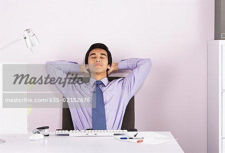 Kaufmann-Entspannung am Schreibtisch